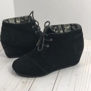Toms black suede lace up desert wedges